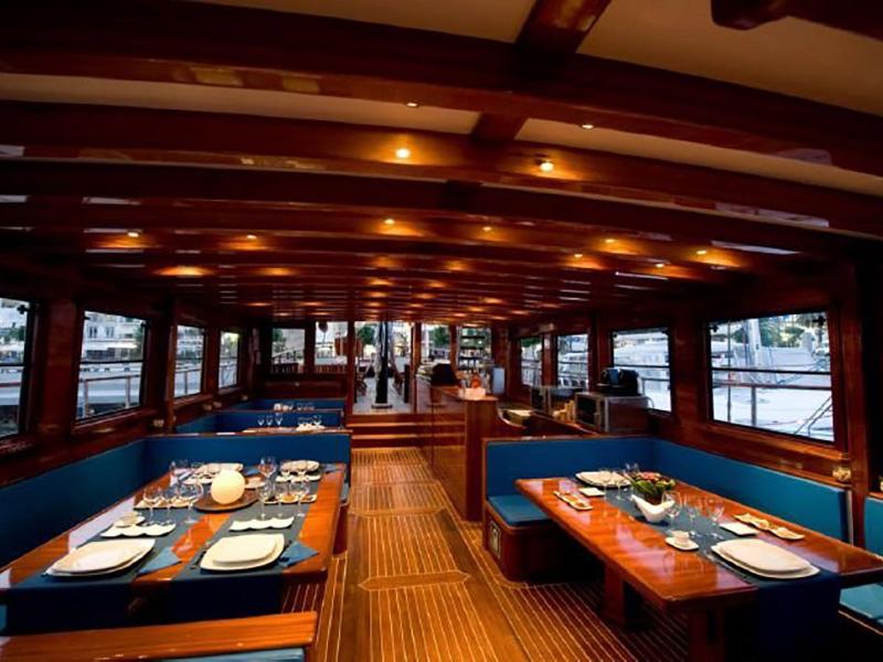 dinner-boat-gullet-barcelone