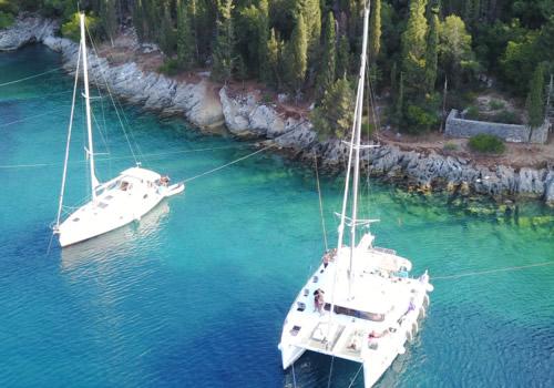 anclados con el velero en el Mar Jónico (Grecia)