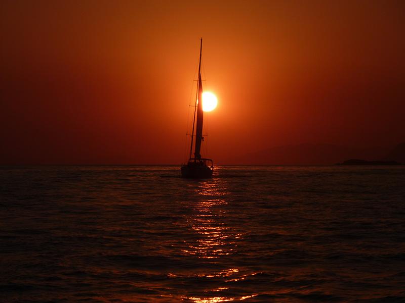 sailing-sunset
