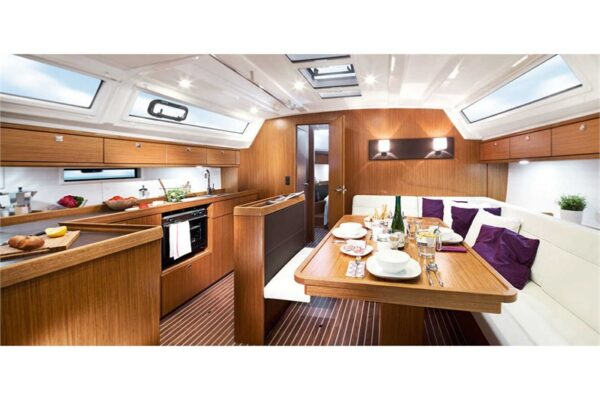 bavaria-cruiser-46-salon-rent