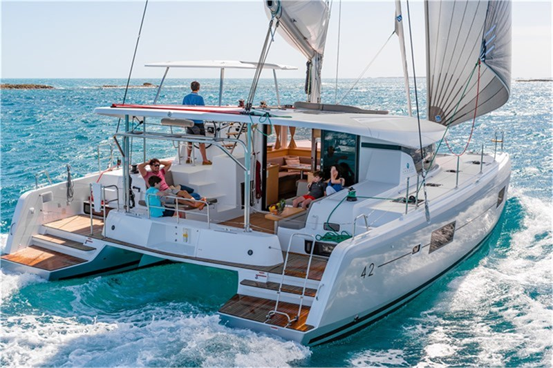 lagoon-catamaran-alquiler