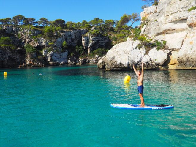 paddle-surf-cala-macarella-viaje-velero