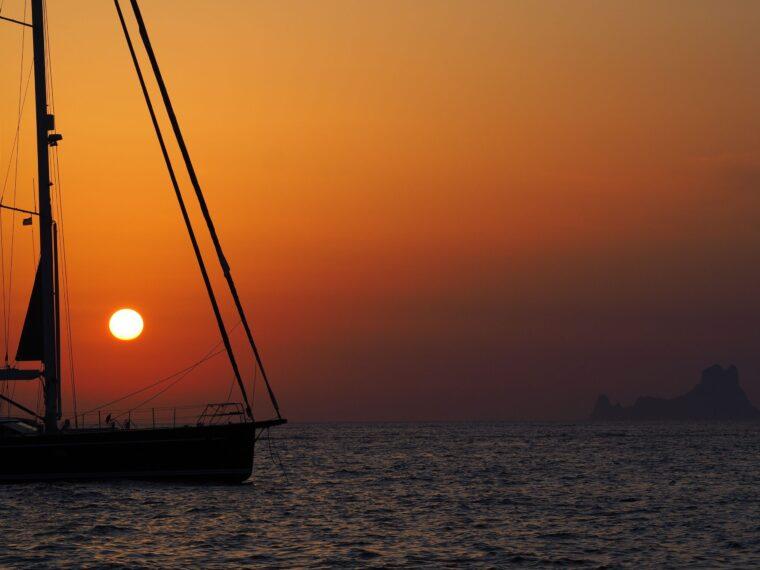 puesta-sol-es-vedra-ibiza-velero